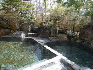 常温と低温2種類の露天風呂が楽しめます
