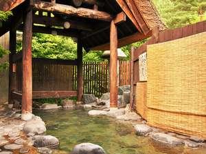 趣きある露天風呂は、男女別にご用意。時間によって入れ替わります(岩露天風呂)