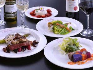 四季折々、厳選された素材を使った仏料理フルコースディナーの一例