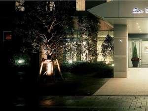 毎日お客様をお迎えするサンデイズイン鹿児島・正面エントランス。宿泊はここから始まります。