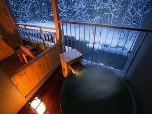 客室露天風呂眼下に豊沢川が見えます。