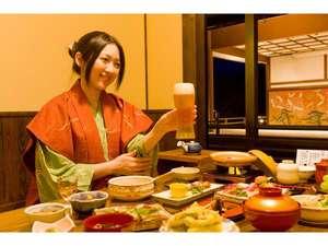 個室のお食事処。カップルやファミリーで楽しい時間を気兼ねなくお過ごしください。