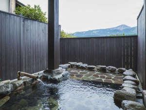 【施設】あそ望タイプ客室は阿蘇の絶景を眺めながらお風呂をお楽しみいただけます