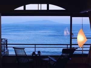 伊豆大島を正面に臨む眺望絶佳の宿 熱川館の画像