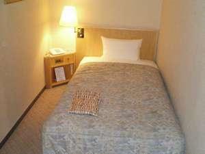【別館シングルルーム】ベッドサイズ110×196cm・無料インターネット完備
