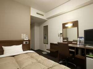 【本館シングルルーム】ベッドサイズ140×196cm・無料インターネット完備