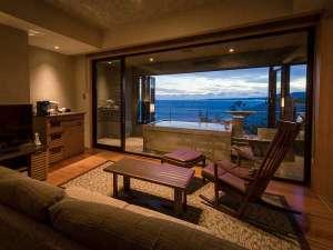 碧い海を眺めながら何もしないことが一番の贅沢。とっておきのご褒美旅。