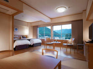 【飛泉閣7階和洋室一例】6畳+ツイン 飛騨の木材を取り入れた、光差し込む明るい雰囲気のお部屋タイプ