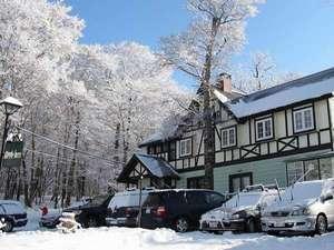アップル館雪景色の外観