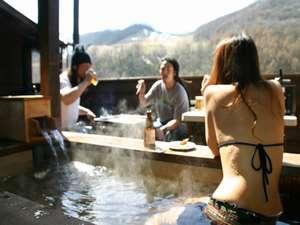 朝里川温泉 貸別荘&露天風呂付別荘 ウィンケル 温泉露天風呂に入りながら、バーベキュー。※水着は撮影の為です