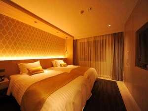 【グランドキングスイートルーム】新しく改装されたスイートルームのベッドルームです。ホテル一押しです。