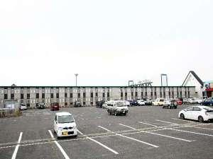 大型バスやトラックもOK!大駐車場完備しております☆