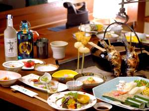 食事処「唐花草」姫鱒の串焼きなど囲炉裏を囲んで愉しむ囲炉裏会席が人気(時節により変更があります)