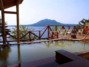 ■展望露天風呂:昼は支笏湖の絶景!晴れた夜の日には満点の星を眺めて・・