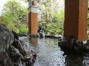 森の湯は開放感ある湯浴みが楽しめます。