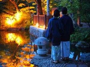 池に映し出される幻想的な景色を月夜と共に☆彡