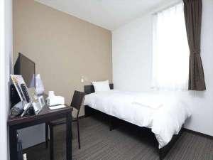 コンパクトに纏められ機能的な客室は短期から長期まで快適にお過ごし頂けます。