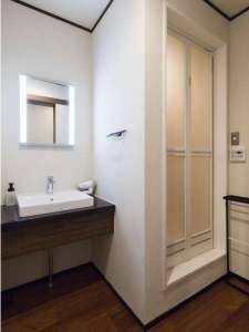 シャワールーム&洗面スペース