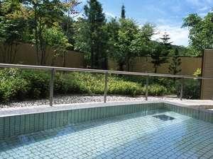 温泉はナトリウム=炭酸水素塩泉でお肌にもやさしい泉質で「美人の湯」としても評判です。
