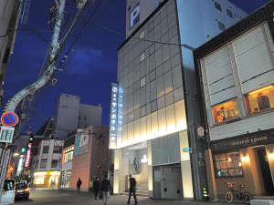 【ホテル外観】繁華街に一番近いホテルです