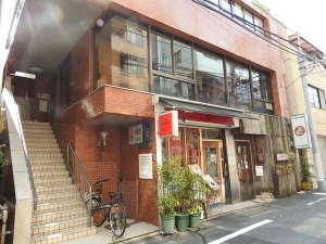村松ビル2Fです。一階にはビストロもあります。