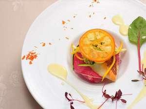 料理界最高峰とも呼ばれる「黄綬褒章」を受章したシェフがお届けする、王道フレンチフルコース