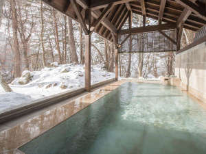【虹の森温泉】露天風呂は、自然豊かな風景が広がります。 冬の時期は雪見風呂も♪