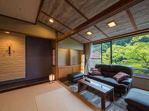 客室ごとに少しづつ色合いやしつらえが異なりどのお部屋になるか、お泊りの度にお愉しみください。