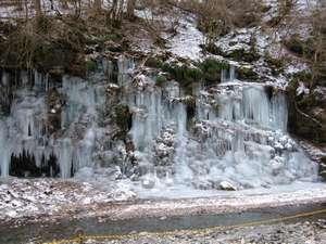 見頃は1月~・幻想的、芸術的な氷柱!氷柱検索は「三十槌の氷柱」「尾の内の氷柱」「芦ヶ久保の氷柱」で!