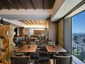 【エグゼクティブ ラウンジ】37階に位置し、パノラマビューをお楽しみいただけます。