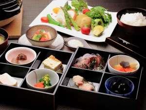 【ご朝食の一例】お部屋1Fの和室でゆったりとお召し上がりください