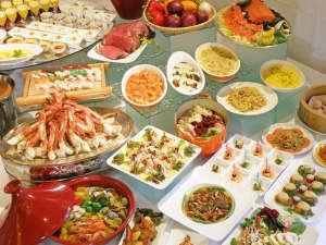 *カニや目の前で握る寿司!目の前で焼くステーキ!ディナーバイキングだけでも満足頂けるほど好評です♪