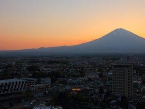 最上階展望室からは、世界文化遺産に登録された秀麗富士山をホテルからご覧いただけます。