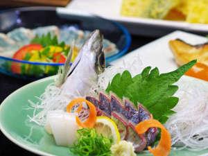 紀伊水道は潮流が早く、その為身が締り脂がのった魚が揚がります。そんな旨い素材を使って…。