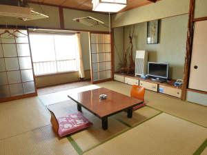 海側に面したお部屋の一例。ご宿泊の人数に合わせて、お部屋を選びます。