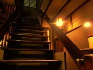 玄関から入ってすぐ目に入る階段。