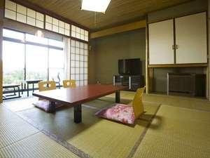 【客室(一例)】液晶テレビを設置しております♪(※全室バストイレは共用となりご不便かけます。)
