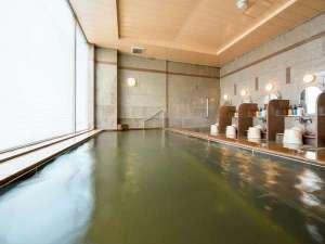 最上階の温泉大浴場は深夜2時まで、朝は5時から。女性用はセキュリティのため専用キーあり