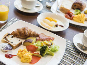全70種以上の朝食ブッフェ。焼き立てオムレツがオススメです!