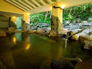 【露天風呂】岩風呂と檜風呂は男女入れ替え制です。