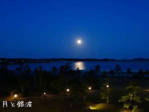 松島にのぼる月(2階リビングより)