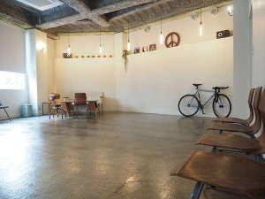 almond hostel & cafe