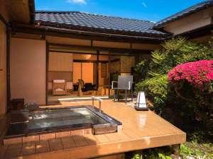 【みやけ】屋根のない露天風呂は解放感いっぱい(客室一例)