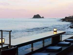 日本一海に近い?足湯【静海】足元から暖まりながら満点の星空と海を感じて頂けます。