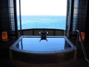 リニューアルOPEN!最上階貸切温泉露天風呂【薫】では入浴しながら絶景が楽しめます。