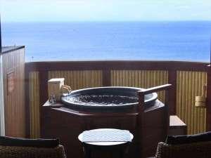 全客室に海一望の温泉露天風呂を配置。いつでもお好きな時にお気の済むまでご入浴頂けます。