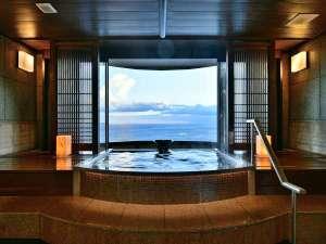 最上階貸切温泉露天風呂【薫】では入浴しながら絶景が楽しめます。