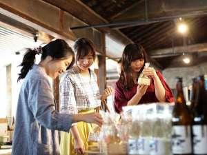 森國酒造にはオシャレなカフェバーと直売所が併設されています。