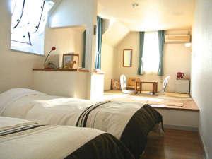 【海をのぞむゆったり和洋室2階】朝は光があふれます。