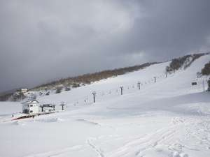 上質のパウダースノーと樹氷が自慢の、天元台スキー場!